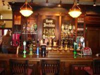 cafmeubelen en krukken voor aan de bar